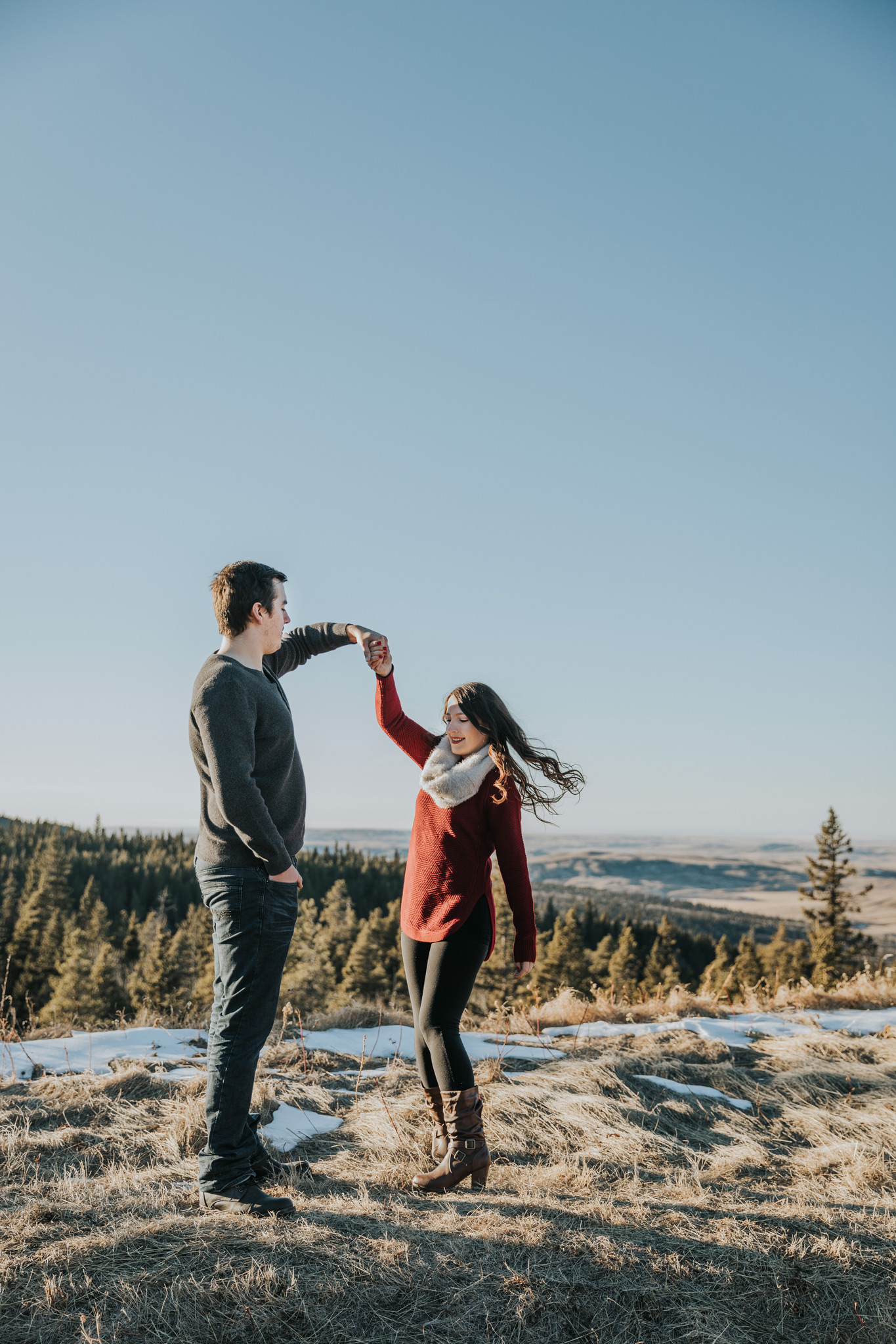 couple dancing at horseshoe canyon lookout cypress hills alberta