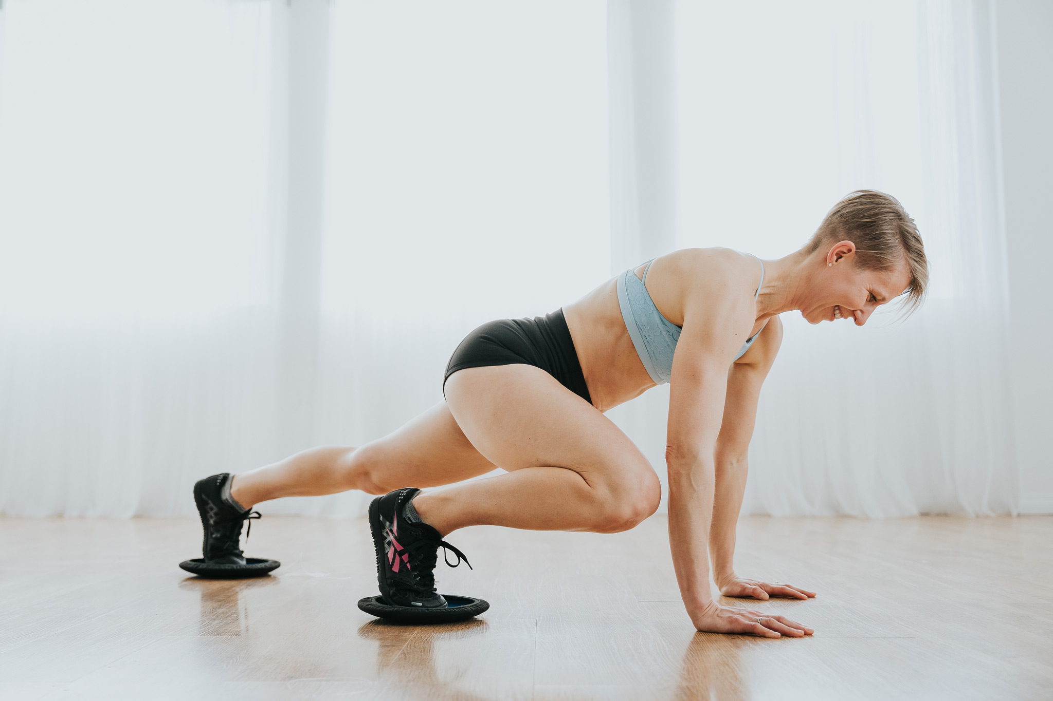 woman exercising in plank mountain climbers