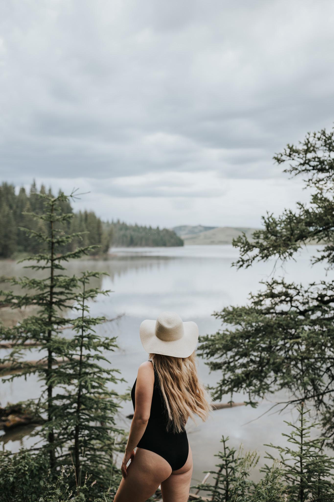 reesor lake portrait session woman facing water