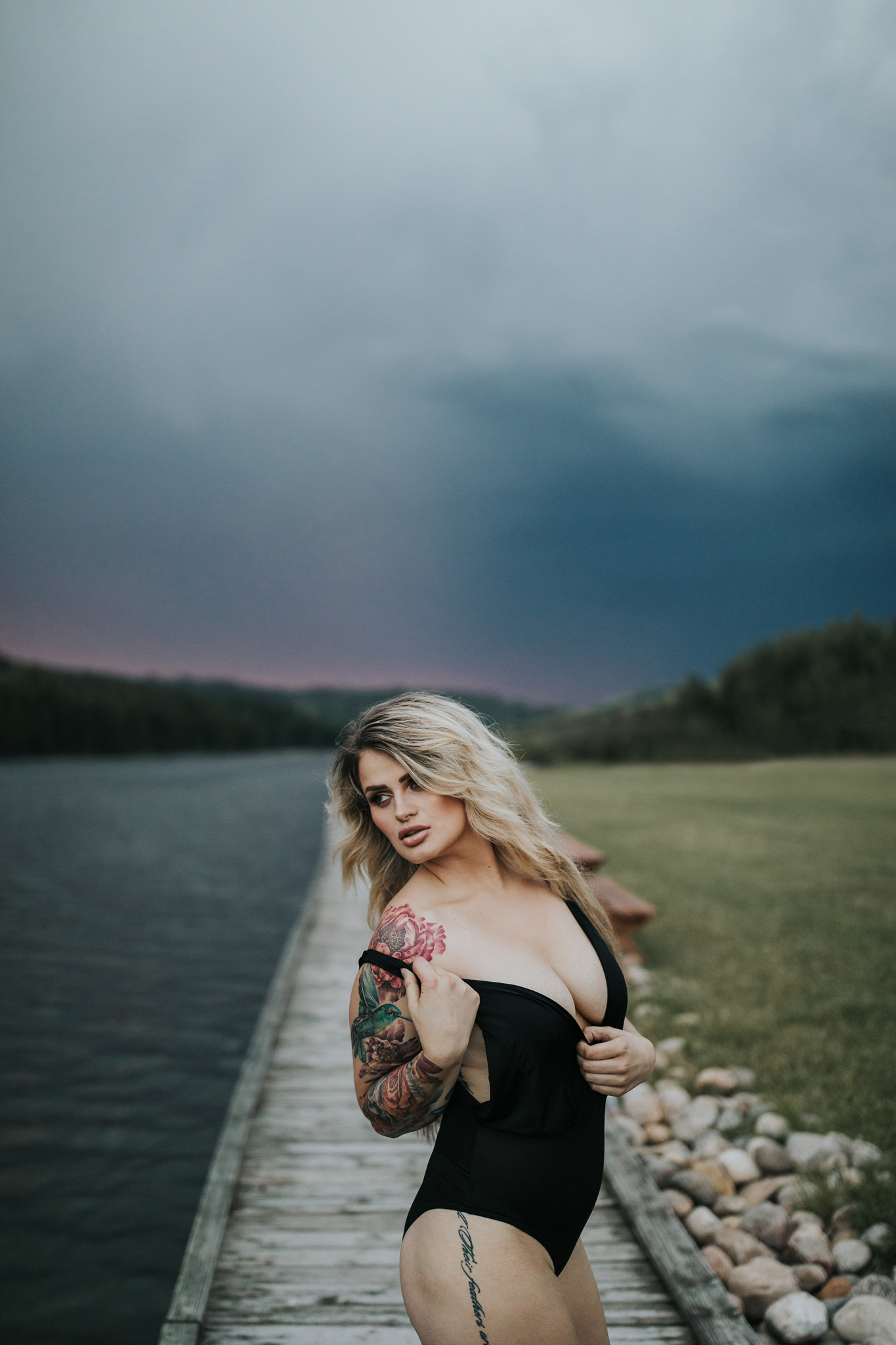 woman posing at reesor lake stormy sunset outdoor boudoir