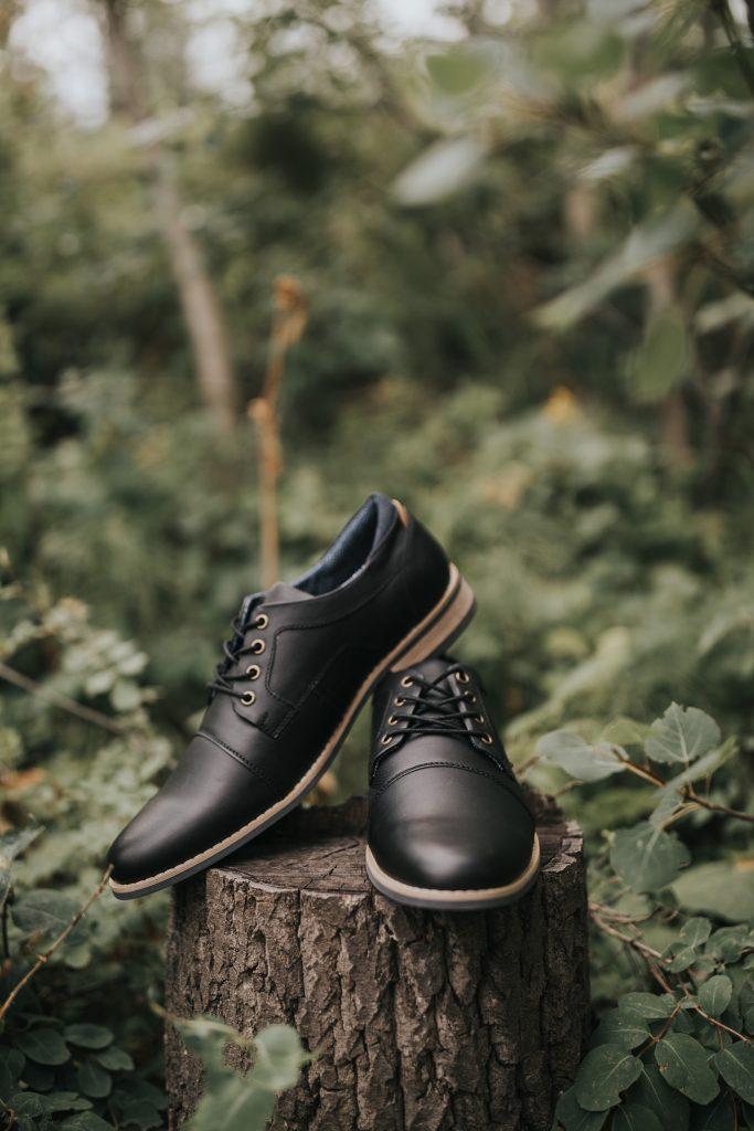 grooms shoes on tree stump elkwater